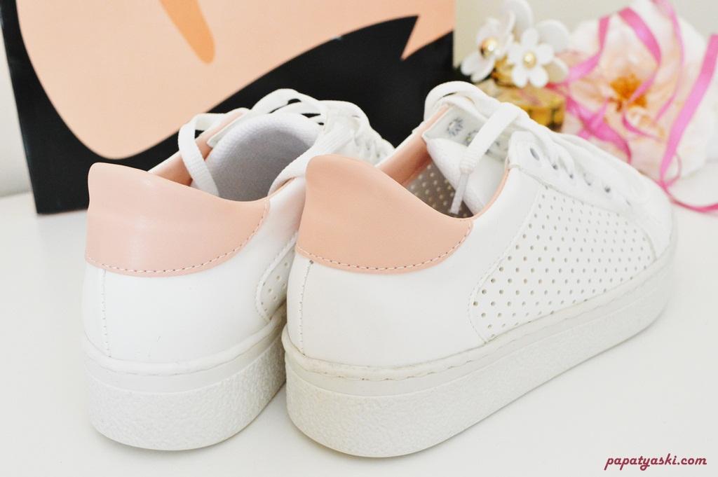 beyaz-sneaker-spor-ayakkabi