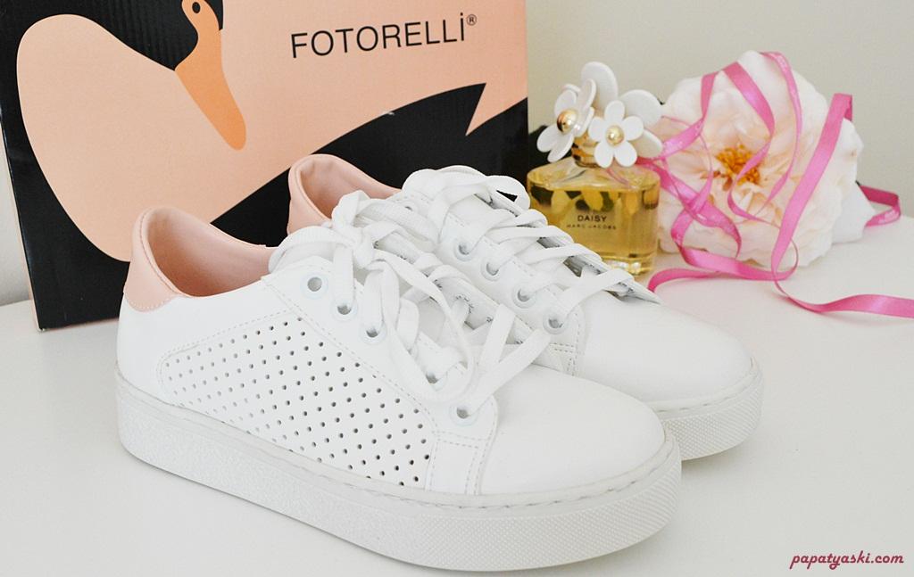 beyaz-sneakers