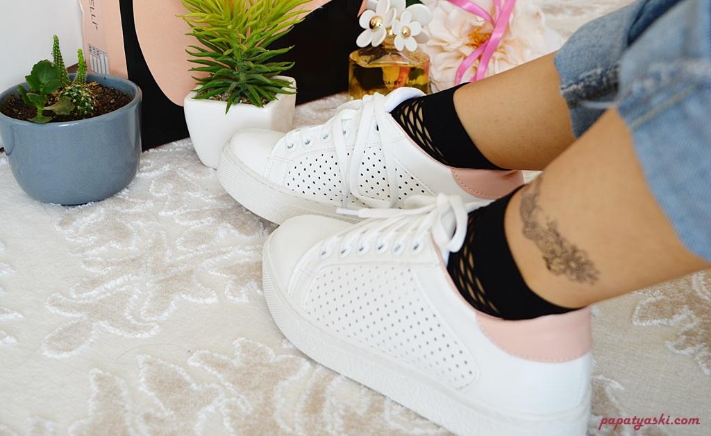 beyaz-spor-ayakkabi-blog