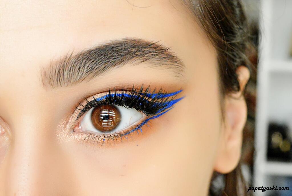 mavi-eyeliner-makyaji